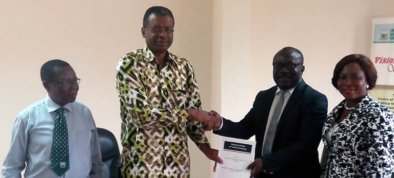 Prof Kuma VC of UMaT Exchanging the Signed Documents with Rev Prof Eshun VC of TTU