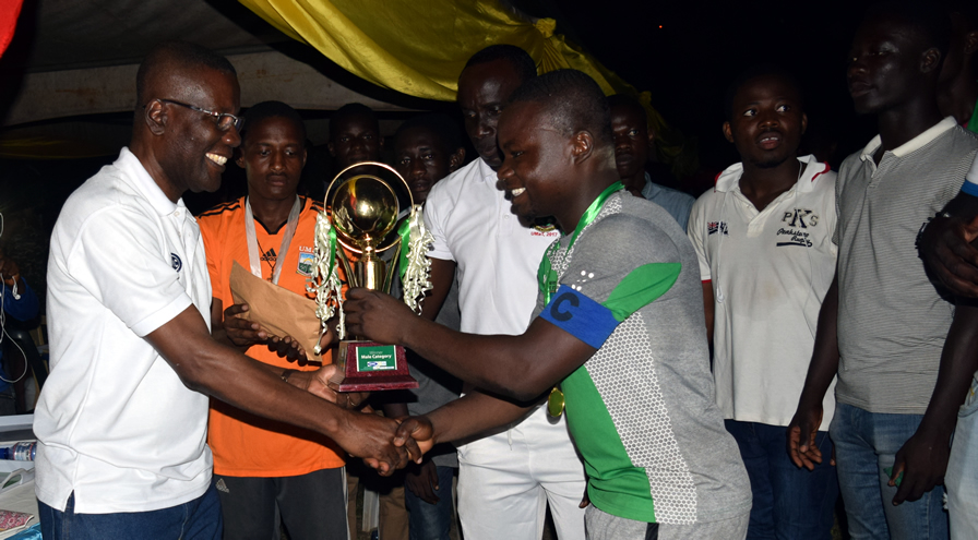 Prof Temeng Presenting the Trophy to the Captain of the Winners