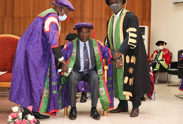 The New Vice Chancellor Prof Amankwah being Enthroned by the Chairman of Council Dr Yirenkyi Left and Assisted by Prof Gyapong Chairman of VCG